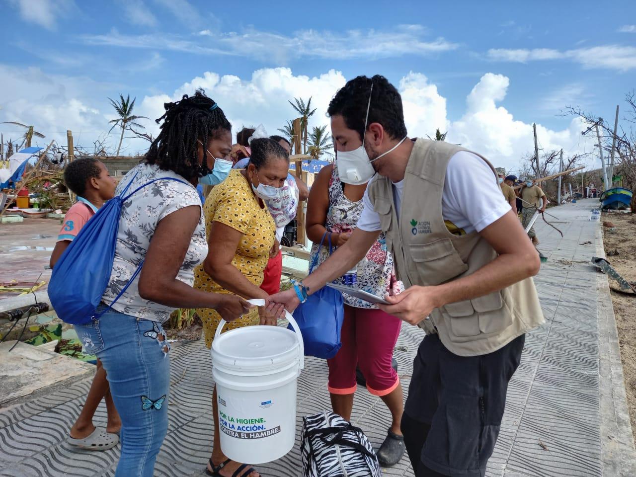 Ayuda a población afectada por ola invernal en Colombia